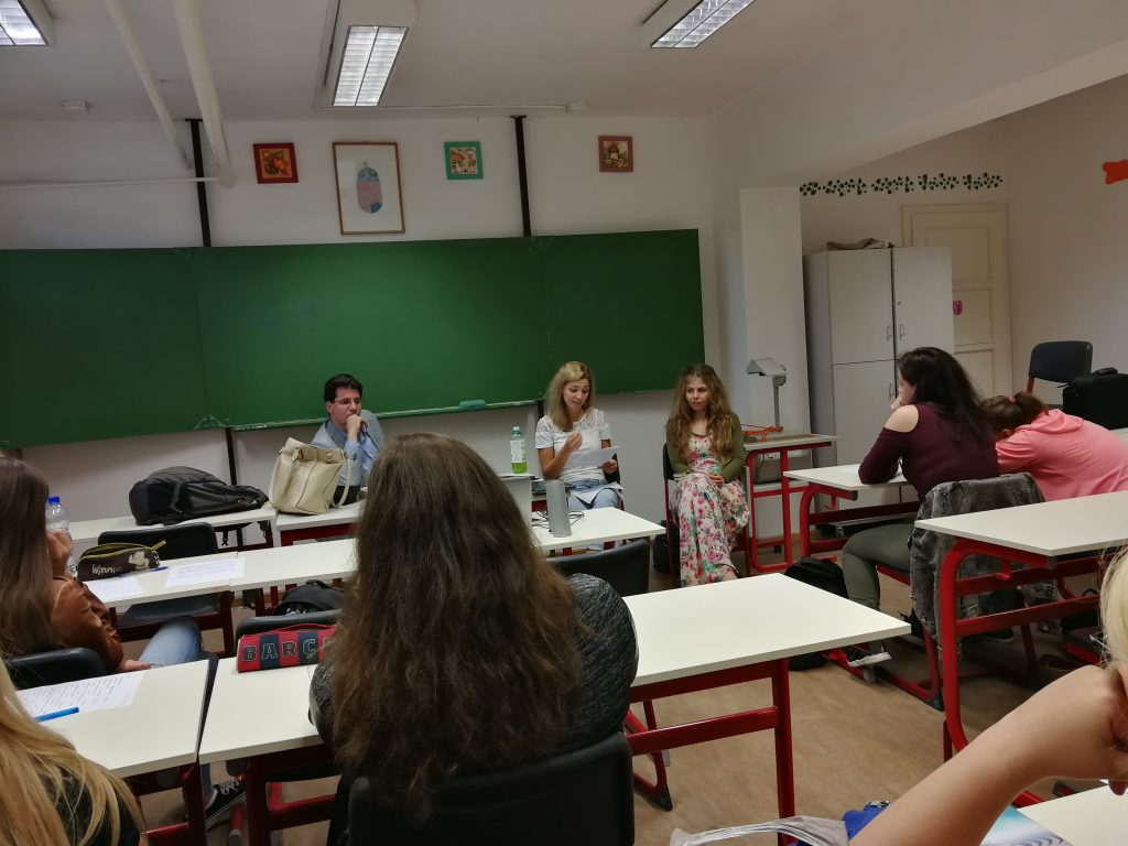 Rendhagyó irodalomórák az Erzsébet Királyné Szakgimnáziumban (galéria)