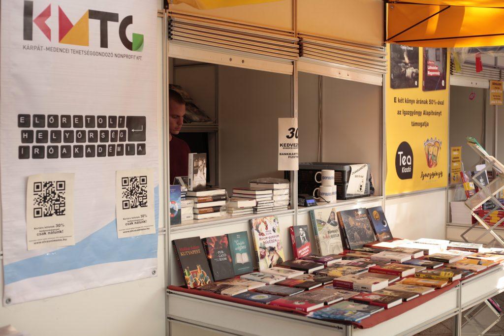 Az Előretolt Helyőrség Íróakadémia szerzői a 90. Ünnepi Könyvhéten (galéria)